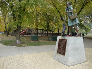 Statue of Dorothy in the Oz Park, Chicago