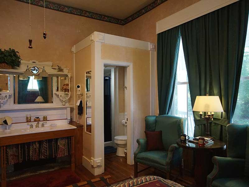 Library Suite Bath   Americus Garden Inn near GSW