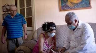 Inselweit führen Mediziner bei Hausbesuchen Tests durch (Screenshot)