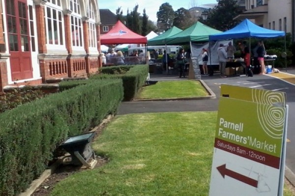 Parnell farmers market sign