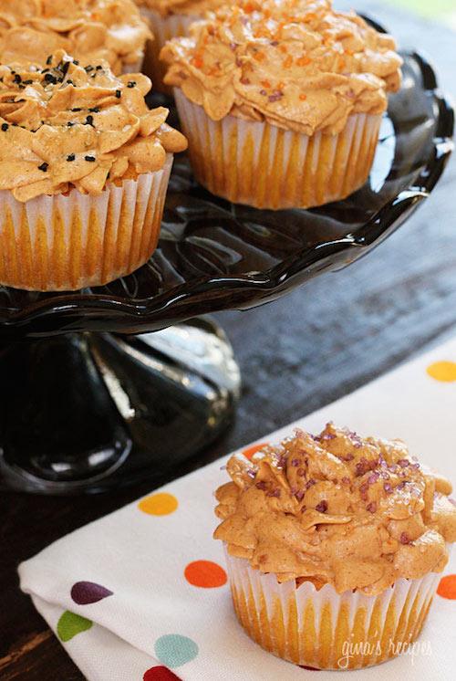 skinny pumpkin cupcakes - healthy thanksgiving dessert
