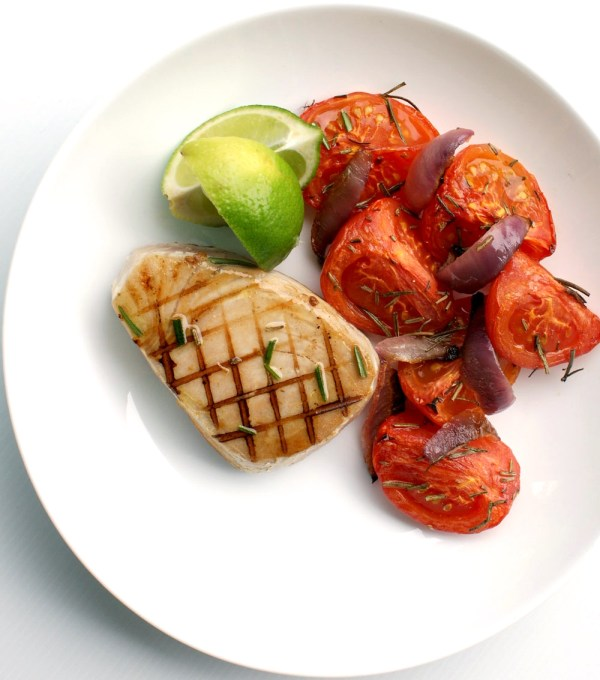 low carb recipe idea Seared Tuna with Roasted Rosemary Tomatoes by food blogger Sprinkles & Sprouts