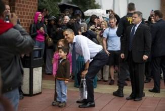 US President Barack Obama (C) poses with