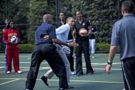 US President Barack Obama plays basketba