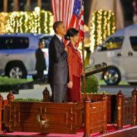 Photos | President Obama tours the Shwedagon Pagoda