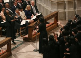 Michelle+Obama+President+Obama+Attends+Prayer+IPSaeA10Fy4l