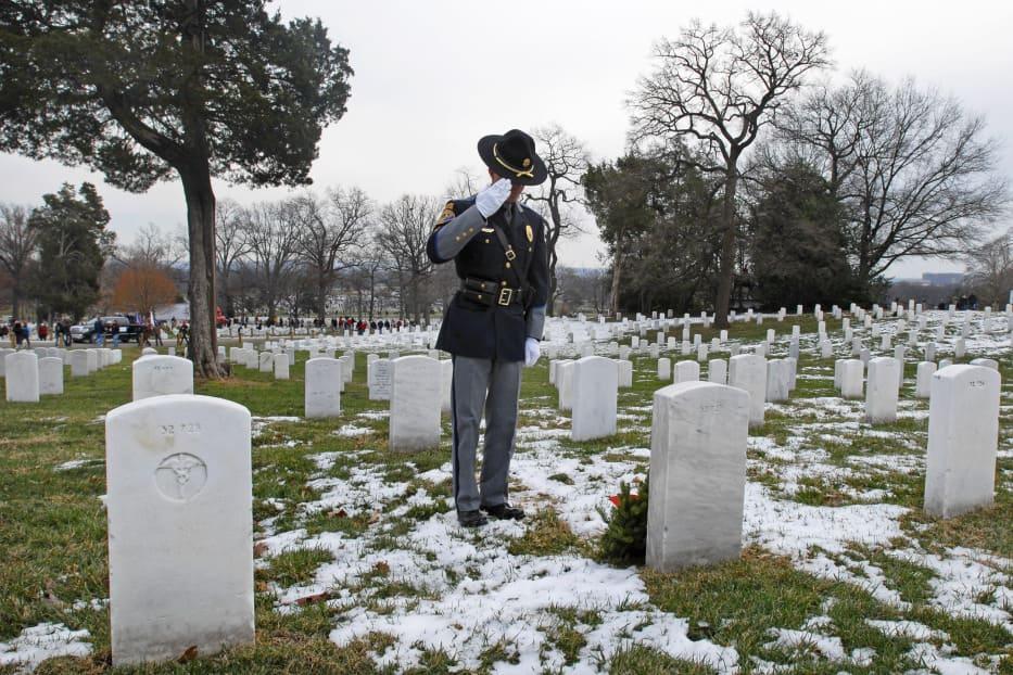 Арлингтонское национальное кладбище (Arlington National Cemetery) переполнено. Армия ограничивает захоронения