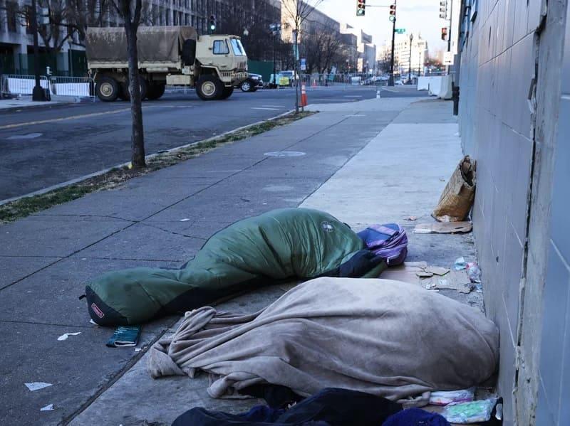 Кто, скорее всего, станет бездомным в США?