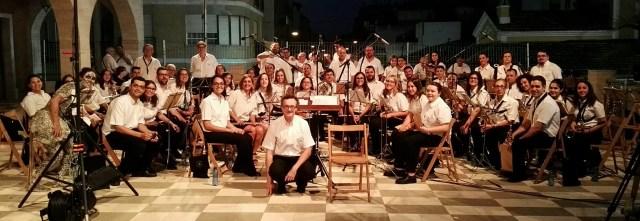 Foto antes de empezar a tocar en el Acto de L'Encantà 2016