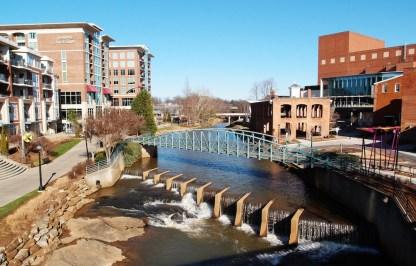 A Falls Park szélén - ez még nem az a híd :)