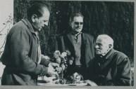 Pere Dot, Simó i Marí, revisant varietats a Sol i Vent, 1965. Foto: arxiu família Dot.