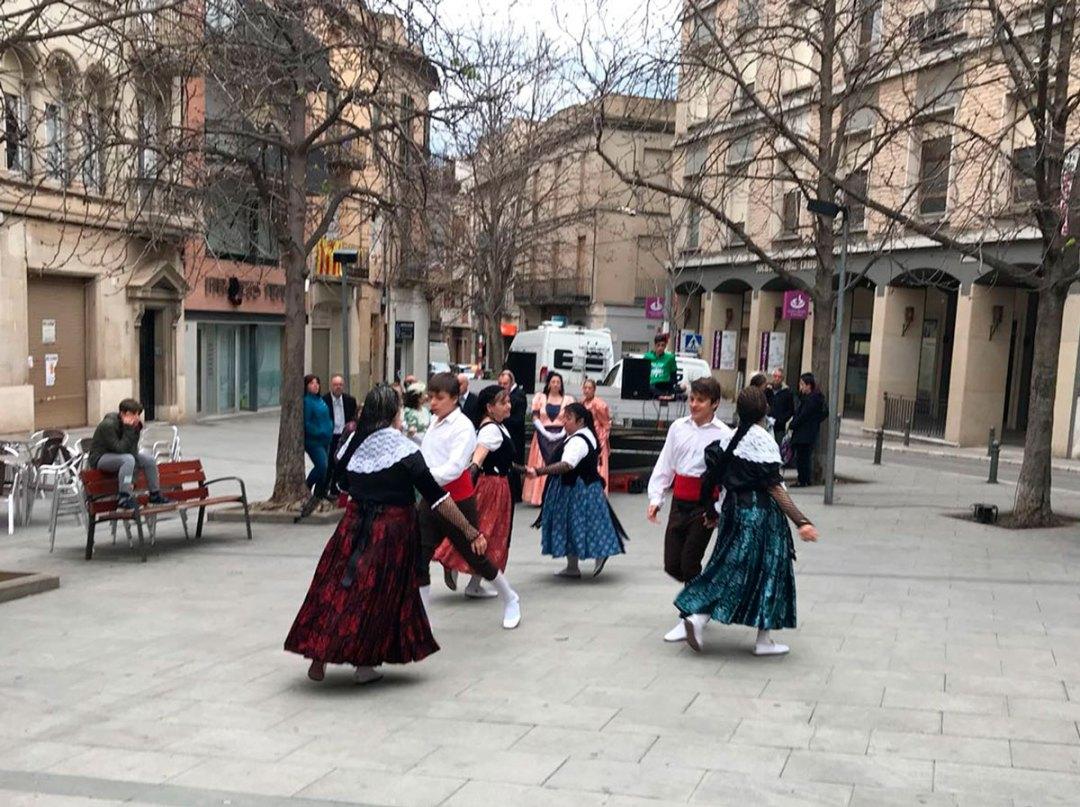 Folk-Dance-03