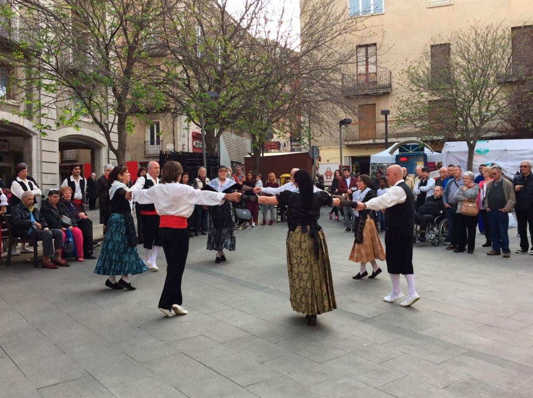 Folk-Dance-04