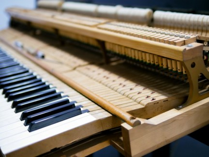 piano-keys-with-inside-mechanical_39776-21