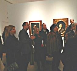Amigos del Museo en la Exposición Pinazo siguiendo la explicación de su bisnieto, Jose Ignacio Casar.