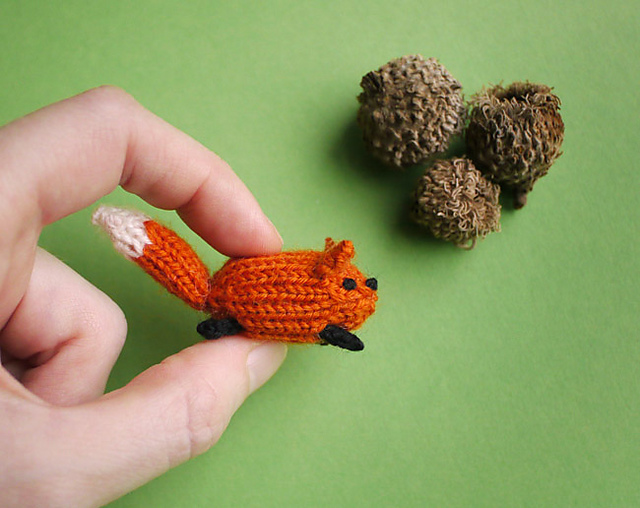 Tiny knitted fox by MochiMochi Land