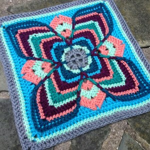 Larksfoot-inspired granny square