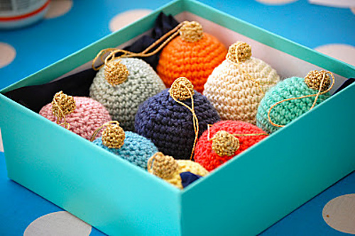 Christmas bauble ornament to crochet