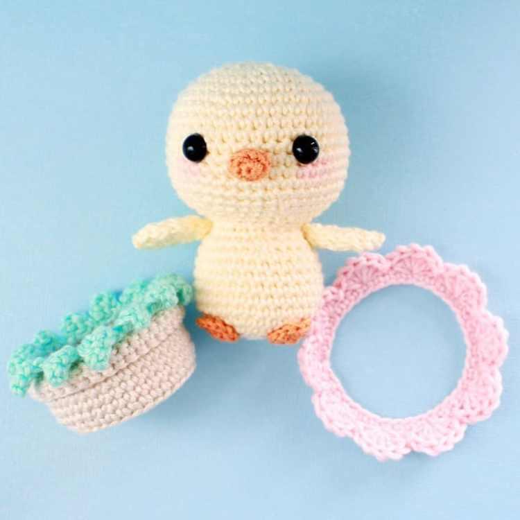 Funny chick amigurumi crochet pattern - Amigurumi Today