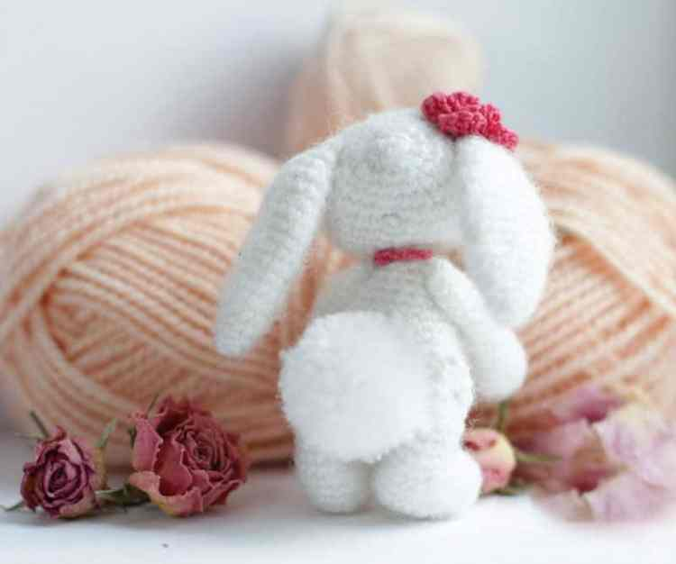 Little crochet bunny pattern - Amigurumi Today