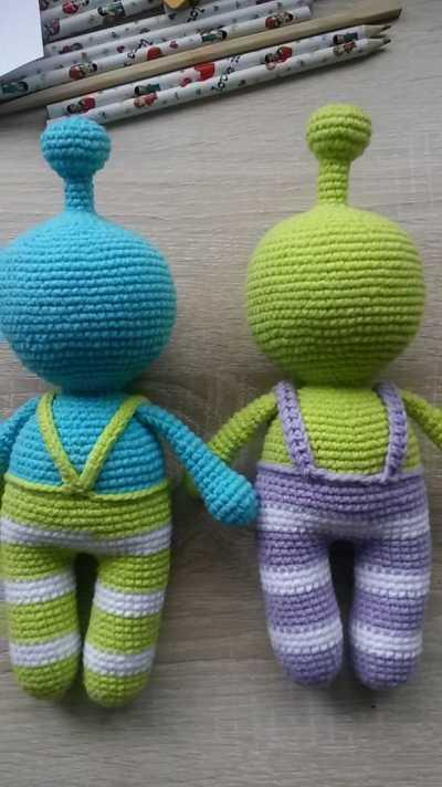 Crochet alien amigurumi pattern