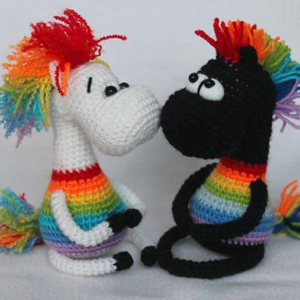 Crochet rainbow horse free amigurumi pattern