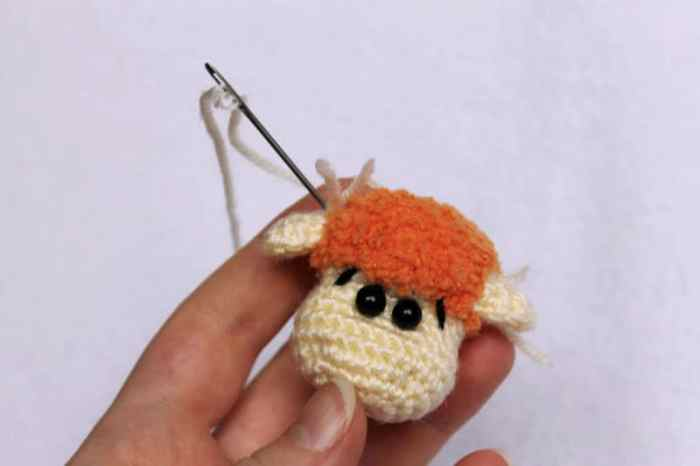 Amigurumi sheep keychain crochet pattern - ears