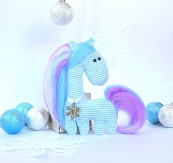 Free amigurumi crochet horse pattern