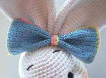 Pretty bunny - free amigurumi pattern - bow