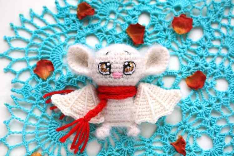 Crochet bat amigurumi pattern