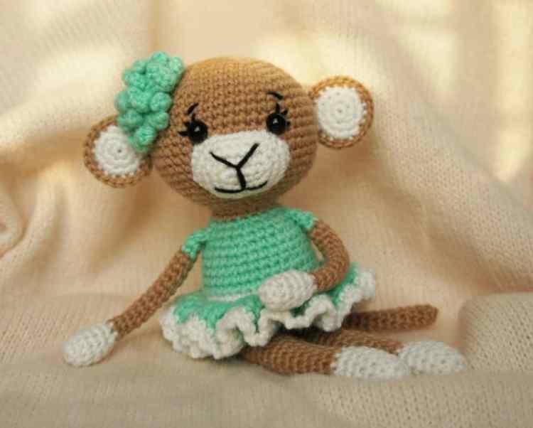 Crochet glamorous monkey amigurumi pattern