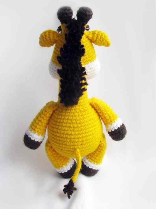 Baby giraffe crochet pattern - free amigurumi pattern
