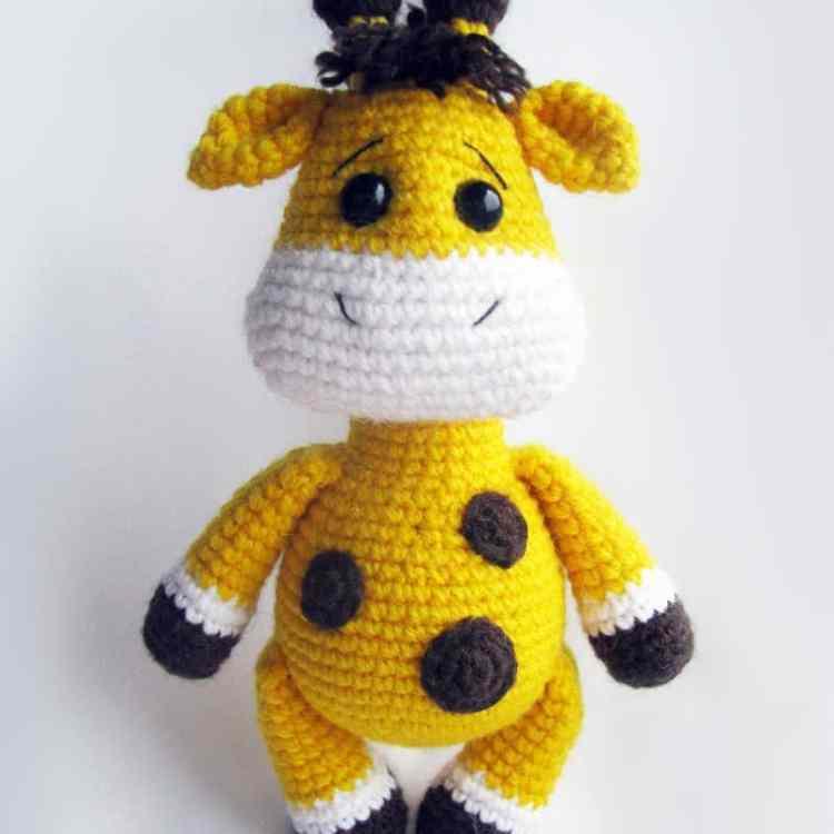 Crochet baby giraffe amigurumi pattern