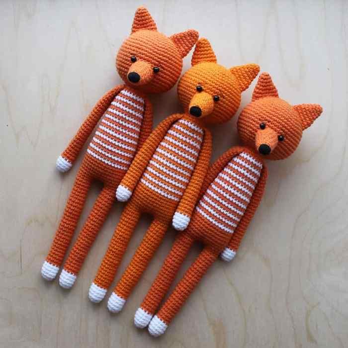 Long-legged amigurumi foxes