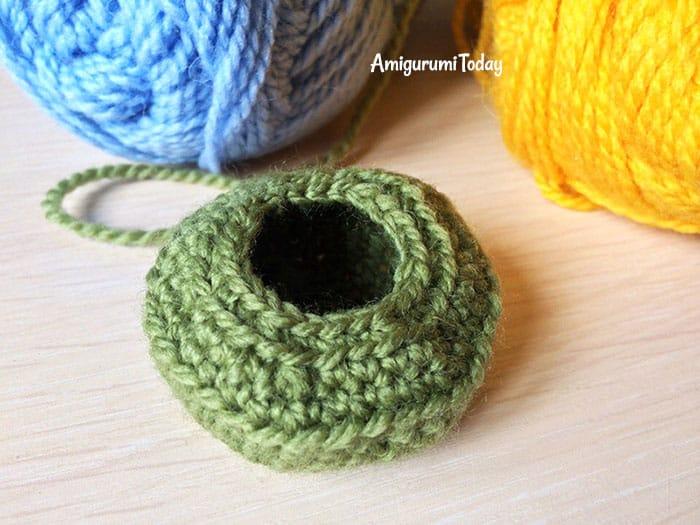 Amigurumi dog cupcake crochet pattern - cup base