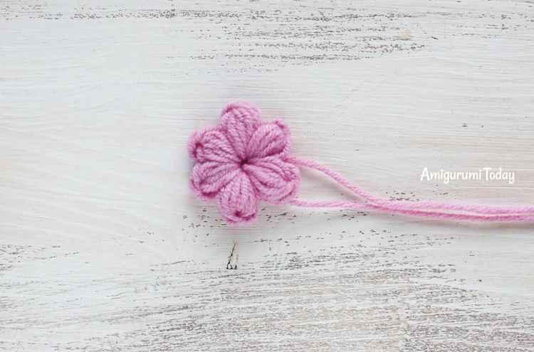 Amigurumi kitty in lilac dress - crochet pattern - flower