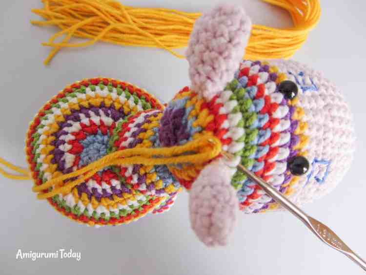 Crochet rainbow pony amigurumi pattern - mane tutorial