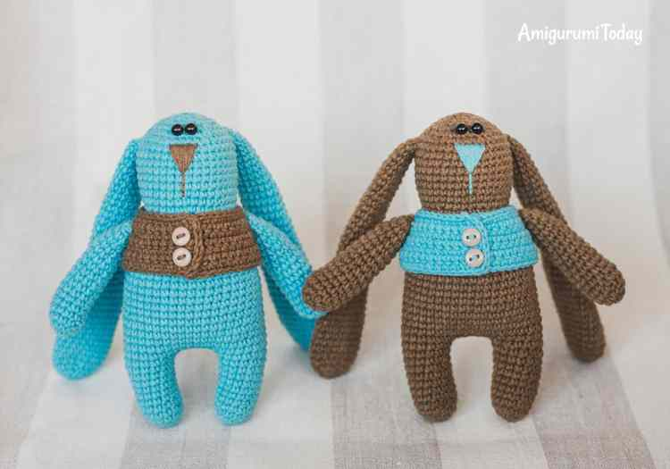Free crochet pattern - Amigurumi bunny twins in vests
