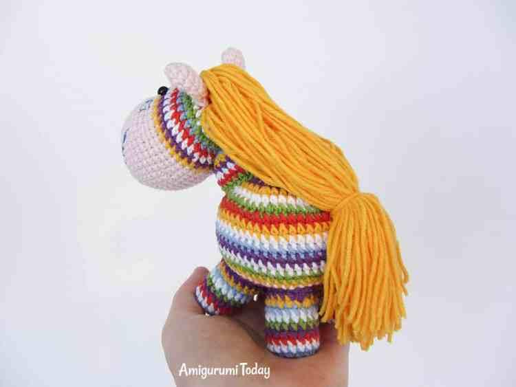 Rainbow pony - free amigurumi pattern