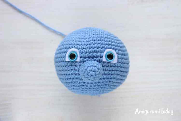 Crochet Smurf amigurumi pattern - face
