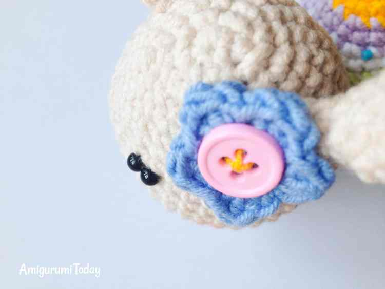 Lady snail crochet pattern