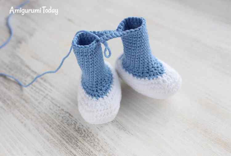 Crochet Smurfette amigurumi pattern - legs