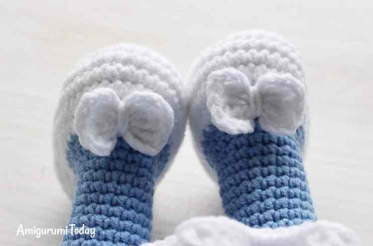Crochet Smurfette amigurumi pattern - shoes