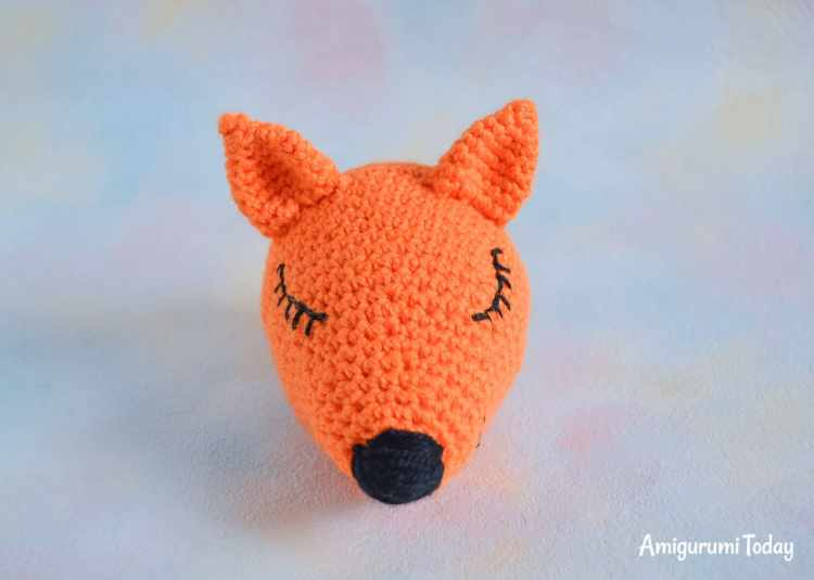 Sleeping fox amigurumi pattern - embroidering muzzle