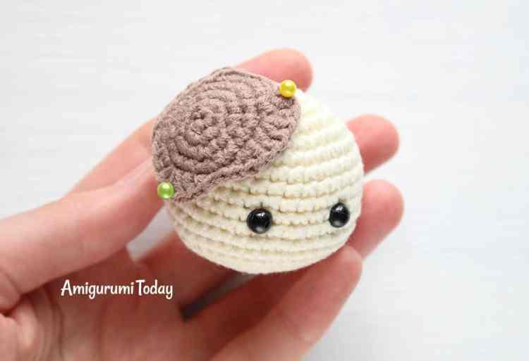 Cuddle Me Cow crochet pattern - head spot