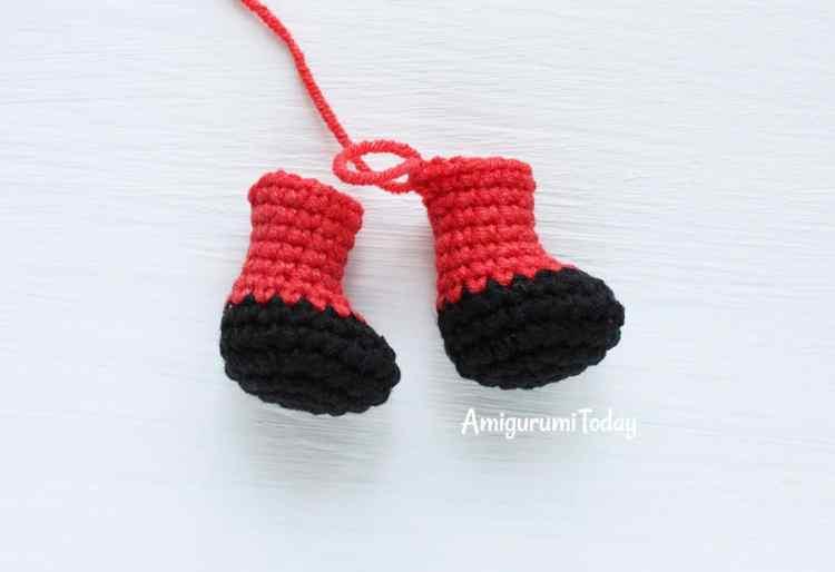 Cuddle Me Dragon crochet pattern - legs