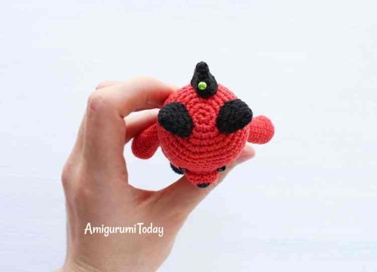 Cuddle Me Dragon crochet pattern - top of the head