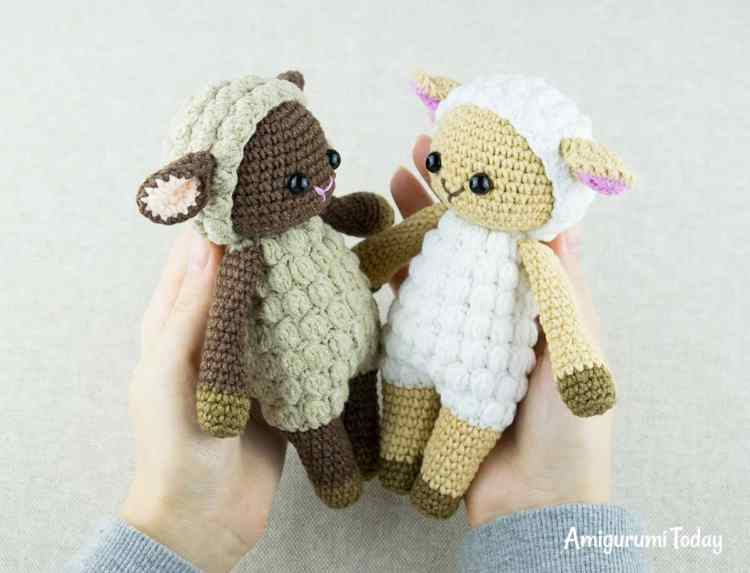 Cuddle Me Sheep crochet pattern by Amigurumi Today
