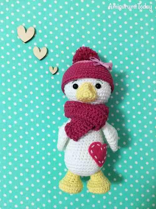 Crochet duck pattern by Amigurumi Today