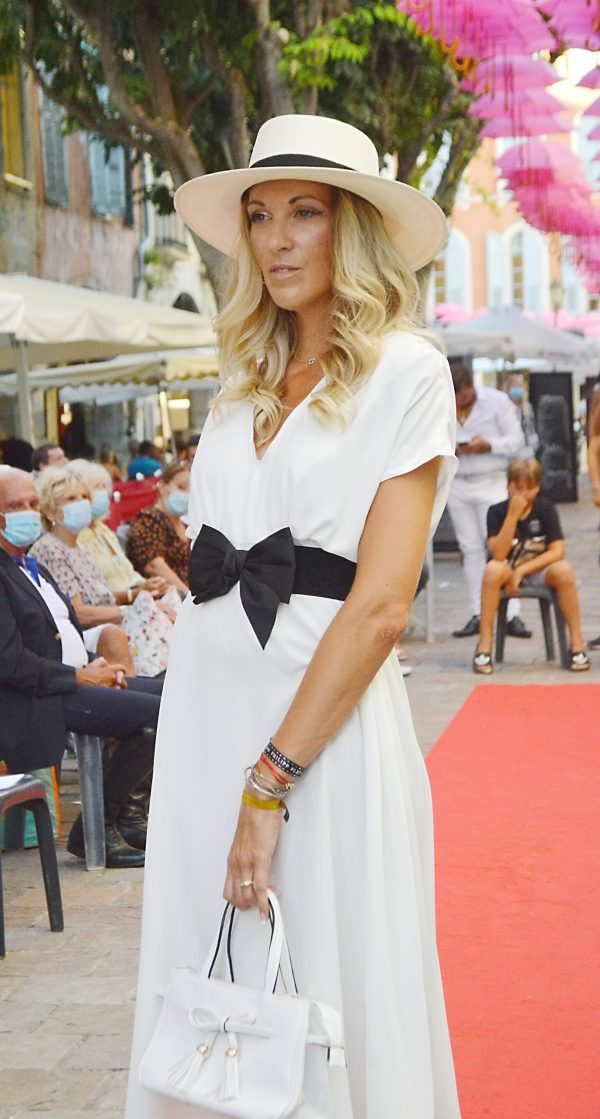 SUPERBE ROBE BLANCHE FLUIDE JULY OF ST BARTH